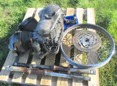 0135 Burnt Harley Davidson engine & parts 19-03-14